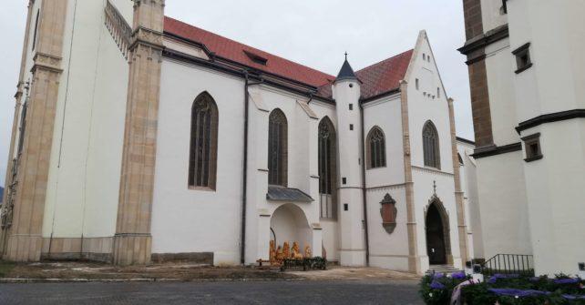 Fasáda Baziliky sv. Jakuba je po takmer 30 rokoch bez lešenia