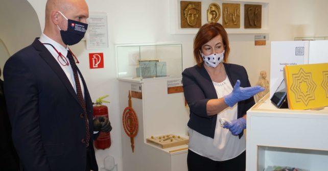 Múzeum špeciálneho školstva v Levoči navštívil minister školstva. Urobte tak aj vy.